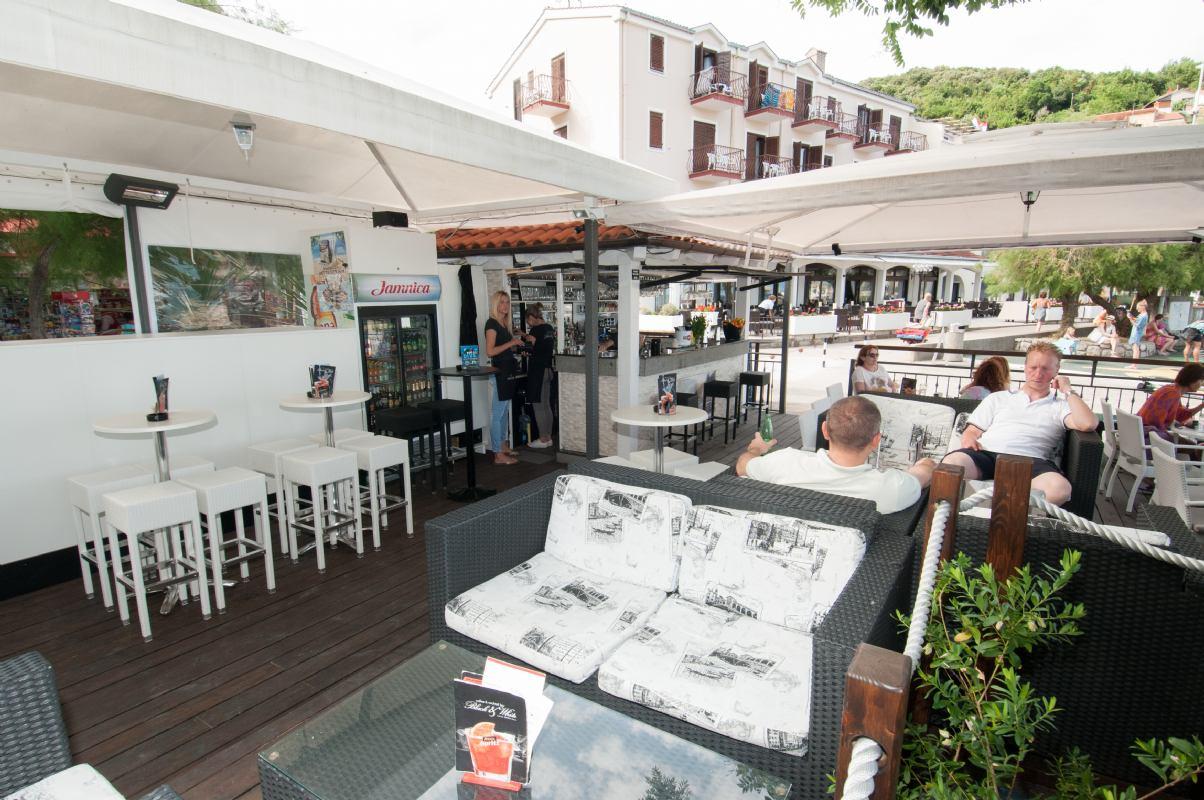 Caffe & coctail bar Black & White