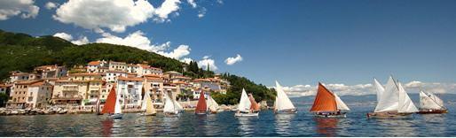 Das 4. Festival und Regatta der traditionellen Segelboote